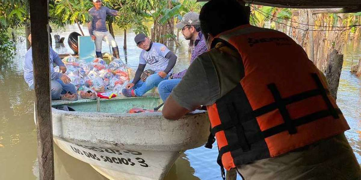 Adventists in Mexico Pull Together to Assist Thousands Affected by Flooding